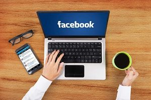 business owner posting content to facebook as apart of their social media marketing campaign
