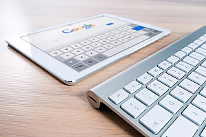 a digital marketer using Google on their iPad to see the results of their Centreville, VA SEO